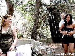 Молодая латинская брюнетка в любительском видео отдалась после нежного куни