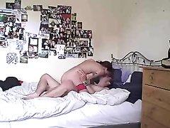 Француженка в любительском видео трахается с мужем перед скрытой камерой
