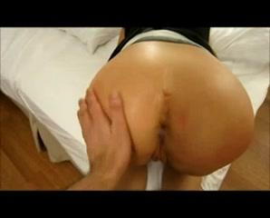 Домашнее анальное видео от первого лица с фигуристой соблазнительницей