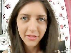 Длинноногая студентка в видео от первого лица чеканит домашний минет и трахается