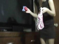 Скрытая камера для подглядывания за молодой девушкой снявшей нижнее бельё