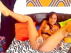 Любительская мастурбация негритянки вставившей секс игрушку в шоколадную киску