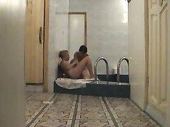 Любительское русское видео со скрытой камеры со зрелыми лесбиянками в сауне