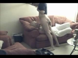Блондинка в домашнем видео лижет анус партнёра и прыгает на члене перед скрытой камерой
