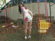 На заднем дворе состоялся любительский секс с глубокой глоткой от студентки