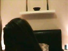 Шикарная зрелая брюнетка в любительском видео дрочит киску и раздвигает ноги