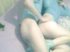 Домашнее видео с молодой парой трахающейся вечером перед скрытой камерой