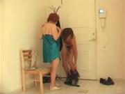 Зрелая рыжая женщина вызвала молодого ловеласа для любительского секса