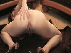 Рыжая немка перед домашним сексом тщательно отсасывает член и садится сверху