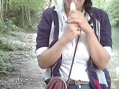 Любительская анальная мастурбация молодой красотки с большими сиськами