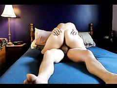 Грудастой зрелой домохозяйке перед скрытой камерой кончили внутрь в постели