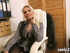 Зрелая немецкая блондинка в чулках дала любовнику полизать попу и кончить на сиськи