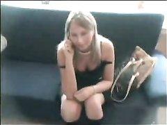 Молодая блондинка искусная в домашнем минете открыла рот для твёрдого члена