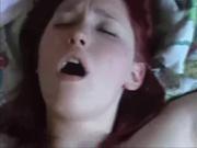 Молодая рыжая красотка с большими сиськами в домашнем видео от первого лица