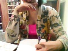 Студентка с круглой попой и красивыми сиськами шалит на любительскую вебкамеру