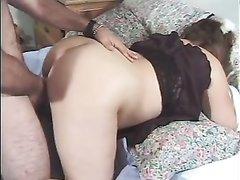 Молодая толстуха отдавшись в домашней обстановке глотает сперму после окончания в рот