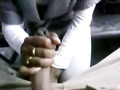 Любительский отсос чёрного члена от первого лица исполнен опытной негритянкой