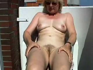 Порно фото реальное подглядывание в окно видео