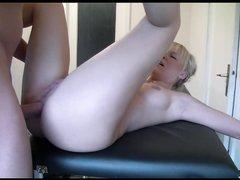 Немецкая блондинка в анальной сцене отдалась любовнику сделавшему массаж