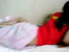 Азиатская домохозяйка перед скрытой камерой раздвинула ноги для измены супругу