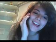 Студентка разделась для любительской мастурбации киски перед вебкамерой