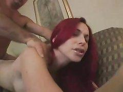 Рыжеволосая шлюха после домашнего минета трахнута в бритую киску клиентом