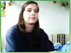 Фигуристая студентка по любительской вебкамере показывает идеальные сиськи