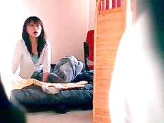 Любительское подглядывание по скрытой камере за японкой сосущей член