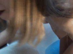 Молодая немка с маленькими сиськами зашла в ванную для любительской мастурбации
