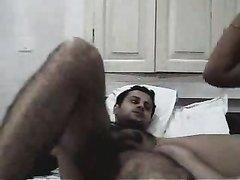 Утренний домашний интим смуглой супружеской пары с мастурбацией и минетом