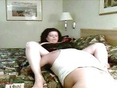 Муж перед вебкамерой сделал домашний куни зрелой жене стонущей от язычка