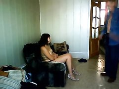 Зрелая брюнетка перед домашней скрытой камерой ублажает молодого соседа