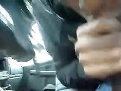 Негритянка от первого лица строчит домашний минет обладателю чёрного члена