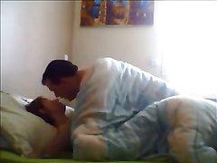 Скрытая камера запечатлела в спальне супружескую измену зрелой домохозяйки