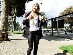 Худая блондинка в домашней групповухе с двойным проникновением в анал и киску