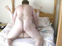 Грудастая зрелая домохозяйка перед скрытой камерой изменила супругу