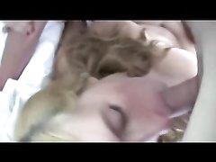 Блондинка с большими сиськами ублажает молодого и зрелого любовников в постели