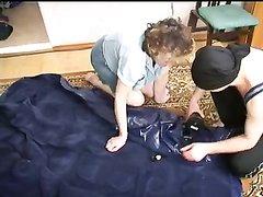 Русская зрелая домохозяйка с большими сиськами шалит с похотливым студентом