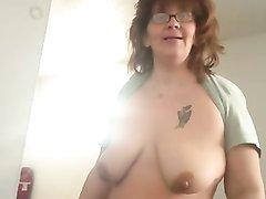 Домашний сквиртинг зрелой толстухи с широкими бёдрами после удачной мастурбации
