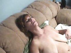 Домашнее лесбийское свидание со зрелыми поклонницами куни и мастурбации