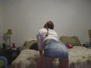Домашний стриптиз грудастой красотки раздевшейся перед вебкамерой до нижнего белья
