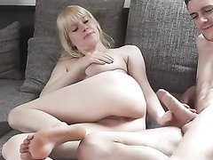 Подглядывание по скрытой камере за домашним аналом с грудастой блондинкой