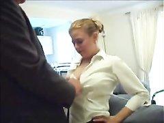 Грудастая зрелая блондинка отдалась после нежного куни и домашнего минета