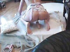 Подглядывание за домашней мастурбацией молодой девушки с вибратором