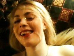 Любовник после минета трахнул и кончил на лицо блондинке с маленькими сиськами
