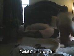 Любительский хардкор с негром кончившим внутрь зрелой белой дамы в чулках
