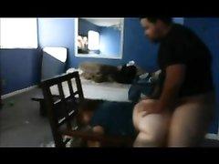 Интим зрелой белой дамы с толстым негром снимает домашняя скрытая камера