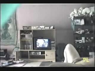 Подглядывание за домашней мастурбации упитанной девушки с широкими бёдрами