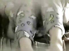 Любительское подглядывание по скрытой камере за мастурбацией женщины