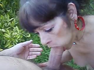 Кончил в рот взрослой женьщине